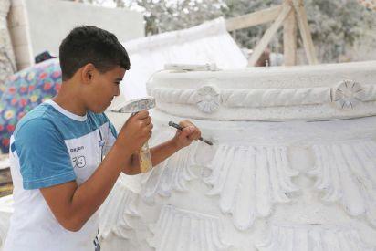 الطفل ريان منصور.. أصغر نحات في فلسطين