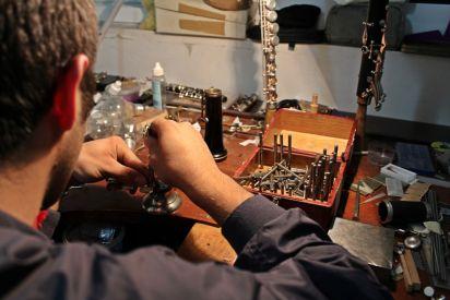 جبارين... من هاو للعزف إلى صانع محترف للآلات الموسيقية
