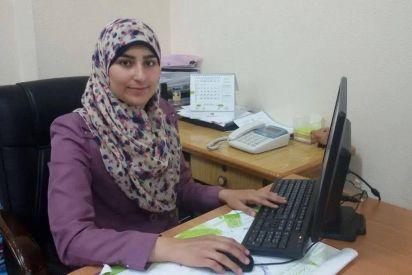 إسراء غزال تنسج خيوط التواصل لأسرتها الصماء