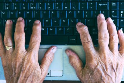 التكنولوجيا الحديثة: لغة تصارع بين الجيل القديم والحديث