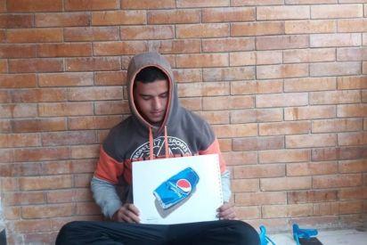 طالب مصري يرسم