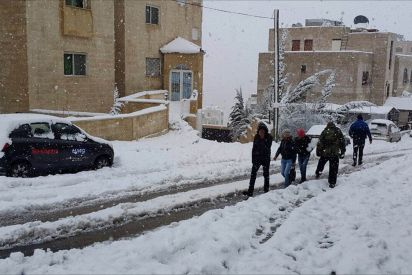 سخرية الأردنيين من العاصفة